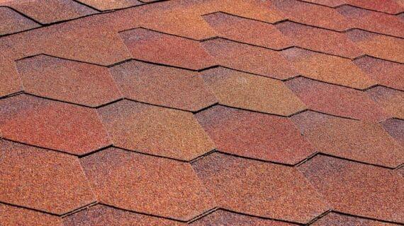 Na czym polega regeneracja dachów papowych i bitumicznych przy pomocy gumy w płynie?